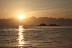 富山湾からの朝陽